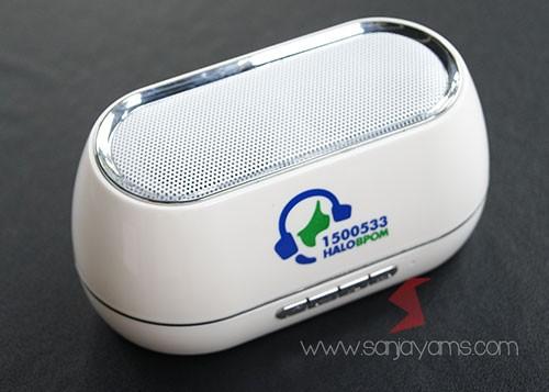 Detail bagian atas Bluetooth speaker