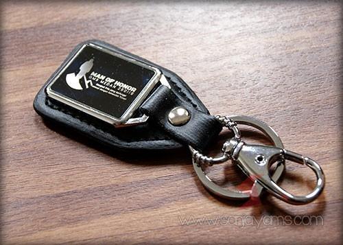 Hasil Cetak Laser Logo di Gantungan Kunci