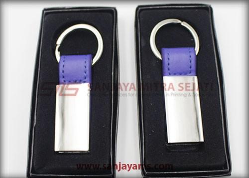 Gantungan kunci warna ungu