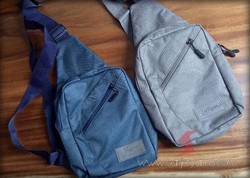 Sling bag warna biru dan abu-abu