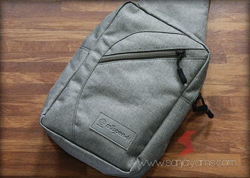 Tampak depan sling bag