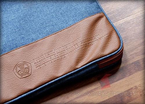 Hasil emboss logo di kulit tas laptop