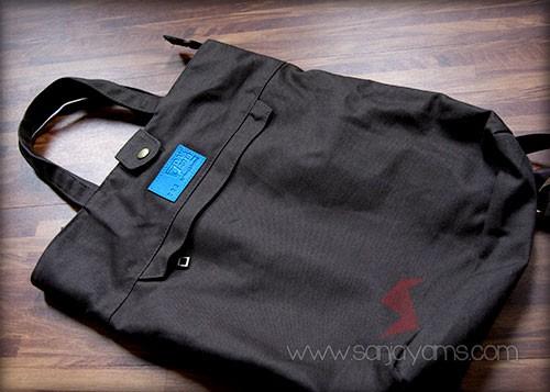 Tampak depan tas ransel warna hitam
