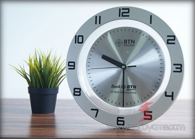 Jam Dinding 30,5 cm (J-202) Plat Metal